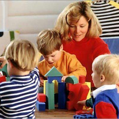 Дети уходят, детсад остается Несколько лет назад, когда моему сынишке пришла пора идти в детский сад, я, как любая мать, болеющая душой за свое чадо, решила навести справки о близлежащих дошкольных учреждениях. Шаг за шагом, слово за слово… Так появилась статья, в которой знакомые и незнакомые мне родители рассказывали о мздоимстве заведующих, о равнодушии нянечек, о халатности медицинского персонала, работающего в детских садах, о грубости и пофигизме воспитателей. Собранный мной материал…
