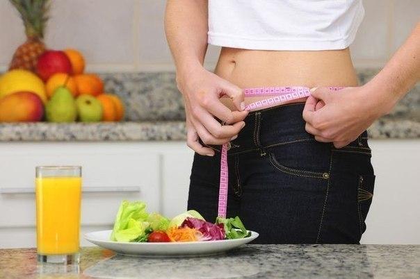 """Салат """"Метелка"""" для очищения кишечника и похудения за 2 дня без диеты! Берете 1 среднюю свеклу, 1 морковь, 1 яблоко, 100 гр капусты, режете все тонкой соломкой перемешиваете и заправляете соком половины лимона. Ешьте такой салат 3 раза в день 2 дня подряд и Вы очистите кишечник и организм от всего лишнего и похудеете до 2,5 кг за 2 дня."""