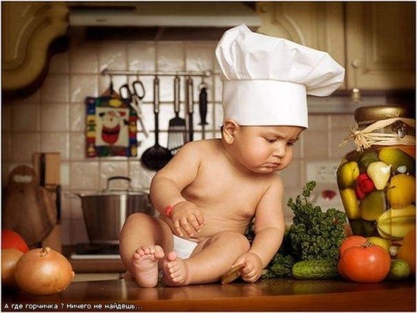 Рецепты для годовасиков. Первые блюда Рыбный суп Продукты: 0,5 луковицы, 100 г рыбного филе, 50г капусты, 1 морковь, 1-2 картофелины, лавровый лист, перец горошком, соль. Приготовление: Овощи вымыть и нарезать. Положить в горячую воду, довести до кипения, затем опустить рыбу, лавровый лист и перец. Сварить до готовности (примерно еще 15 минут). Вынуть лавровый лист, овощи и рыбу перетереть (либо измельчить блендером). Можно добавить 0,5 желтка . Овощной суп или борщ Продукты: Можно брать самые…